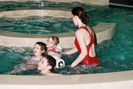 Kids in swimming lesson 3.jpg