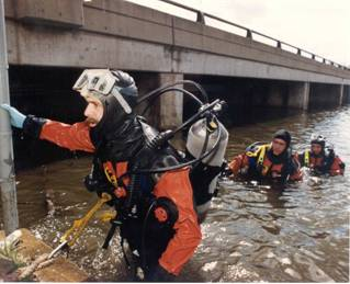 Divers exiting Fox River.jpg